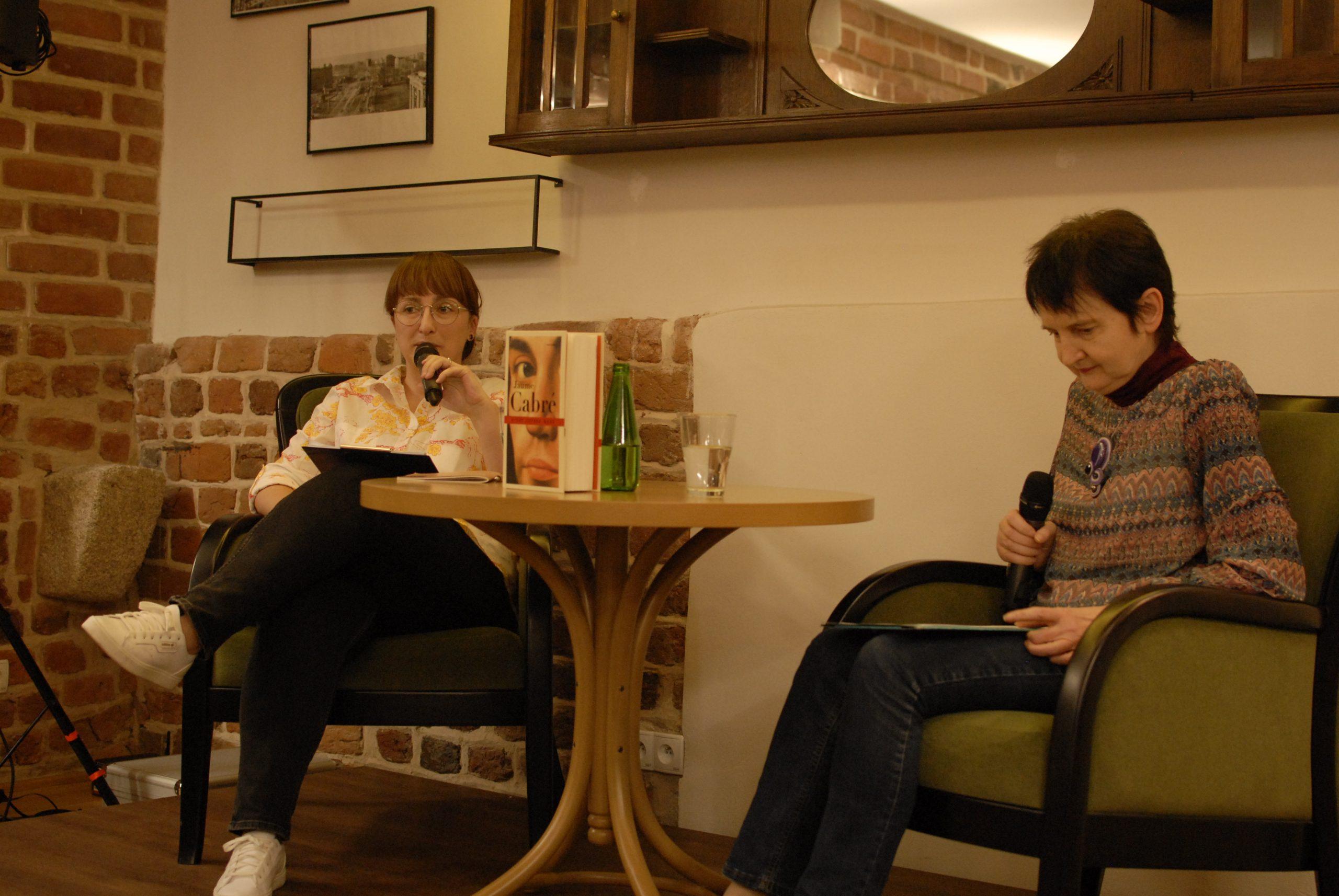 """Spotkanie z cyklu """"Tłumacz w muzeum"""", (od lewej) Dobromiła Jankowska, Anna Sawicka, 19 maja 2019, Muzeum Pana Tadeusza"""