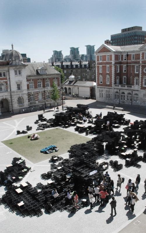 """Aleksandra Wasilkowska, Michał Piasecki,""""Critical Practice"""", tymczasowy pawilon. 2010, Londyn., fot. dzięki uprzejmości artystki"""